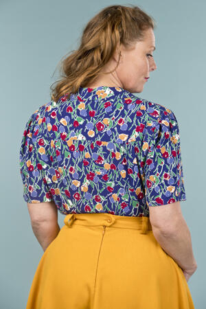 the casual Friday blouse. tulips on royal blue