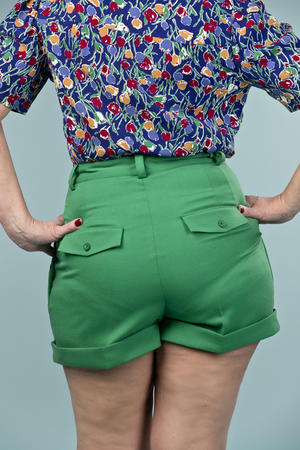 the casual voyager shorts. forest green