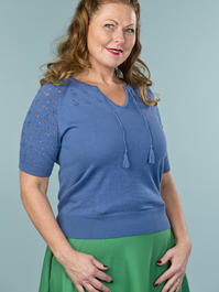 the knock out knit top. blue