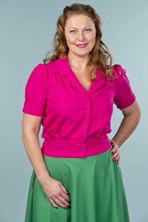 the casual Friday blouse. pink twill