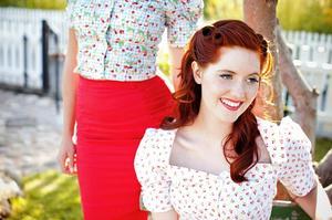 Curvy wiggle skirt. Lipstick red