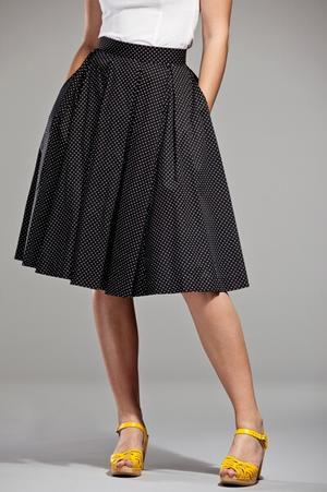 Peachy pleat skirt. Black, white dots