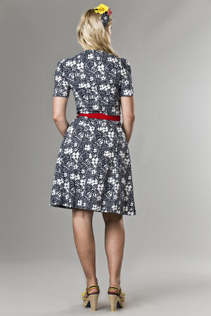 the darling darling dress. Navy flowers