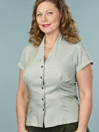 the apple of my eye blouse. deep forest chambray
