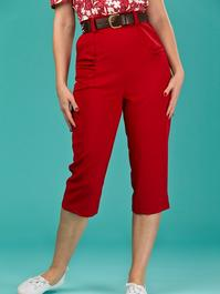 the curvy wiggle capris. red
