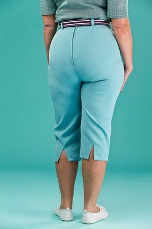 the curvy wiggle capris. blue