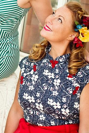 the Shanghai sweetie top. navy floral